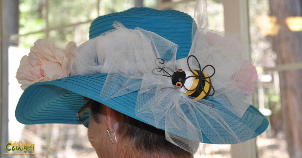 Hat with a bumblebee