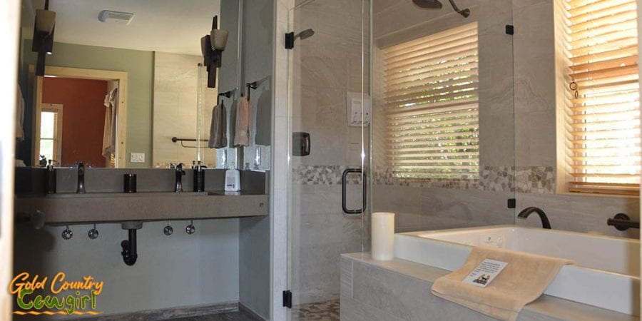 Master bathroom - Dog & Pony Ranch: Luxurious Gold Country Vacation Rental