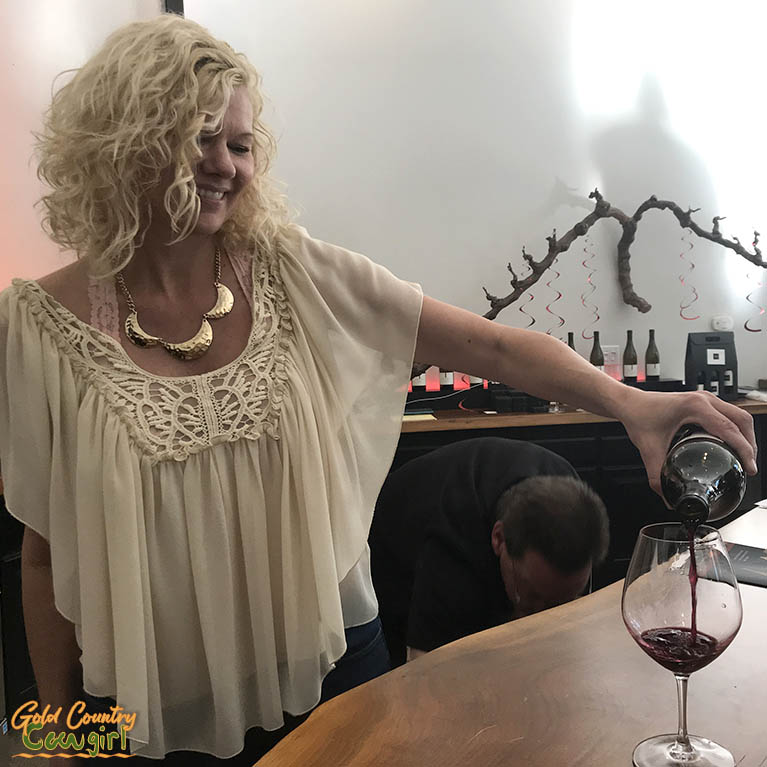 Robin Eilart of E16 Winery pouring at one of their wine events