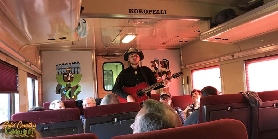 Guitar player on the return ride on the Grand Canyon Railway