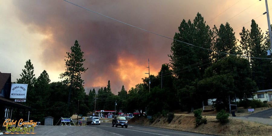smoke and glow in sky from the butte fire, a natural disaster in Amador County