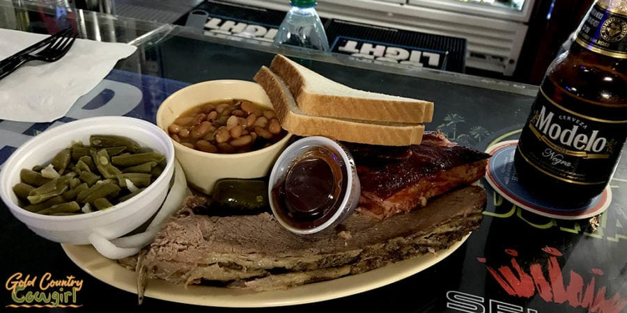 barbecue combo plate at Dave's BBQ