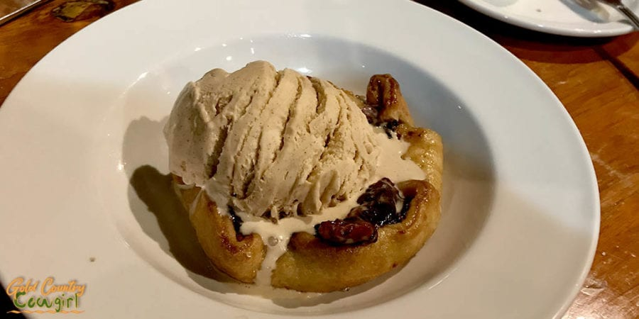 berry pie and cinnaom icecream at Apache Pass Steakhouse
