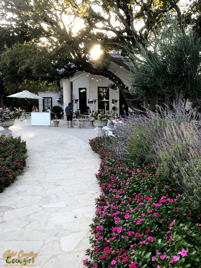 entry walkway to Signor Vineyards in Texas Hill Country