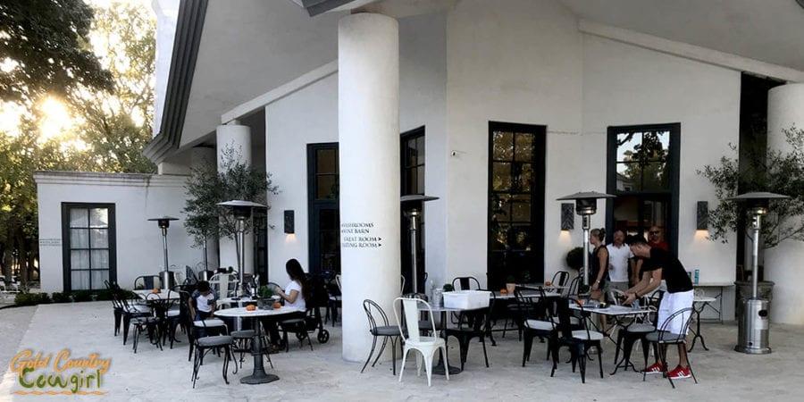 Signor Vineyards patio