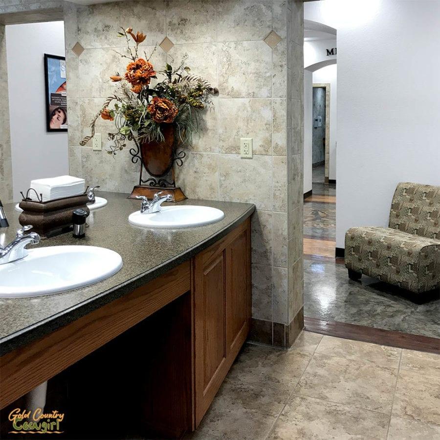 Durant/Choctaw Casino KOA Oklahoma bathroom sinks