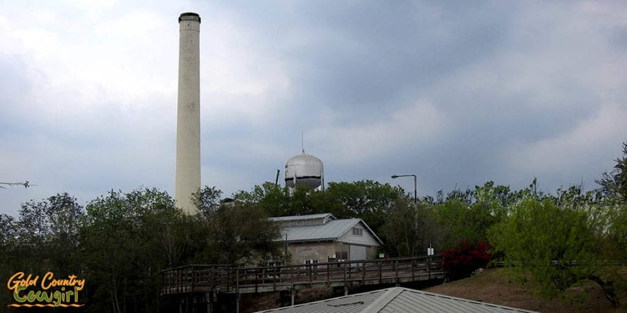 Hidalgo Pumphouse Museum building and smokestack